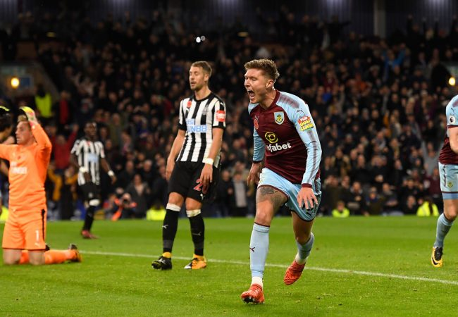 BURNLEY, ENGLAND - OCTOBER 30: Jeff Hendrick of Burnley celebrates after scoring his sides first goal during the Premier League match between Burnley and Newcastle United at Turf Moor on October 30, 2017 in Burnley, England. (Photo by Stu Forster/Getty Images)