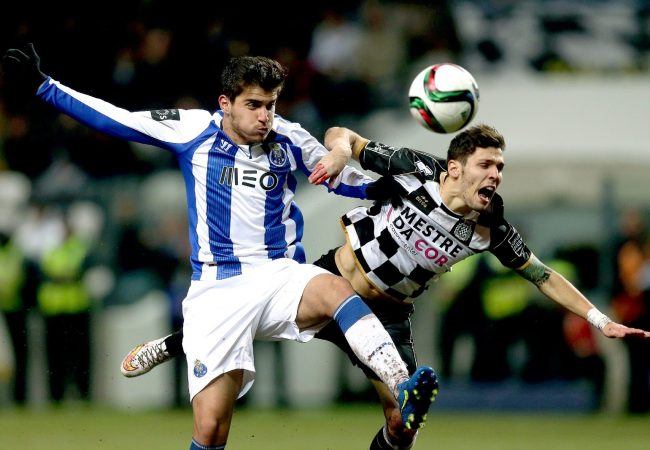 epa04634583 Boavista's Afonso Figueiredo (R) vies for the ball with FC Porto´s Ruben Neves during their Portuguese First League soccer match held at Bessa stadium in Porto, Portugal, 23 February 2015. EPA/ESTELA SILVA