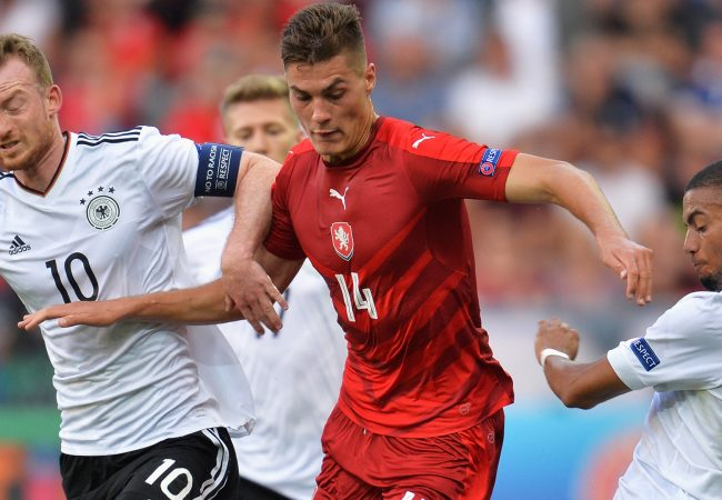 TYCHY, POLAND - JUNE 18: Patrik Schick of Czech Republic attempts to get past Maximilian Arnold of Germany and Jeremy Toljan of Germany during the UEFA European Under-21 Championship Group C match between Germany and Czech Republic at Tychy Stadium on June 18, 2017 in Tychy, Poland. (Photo by Adam Nurkiewicz/Getty Images)